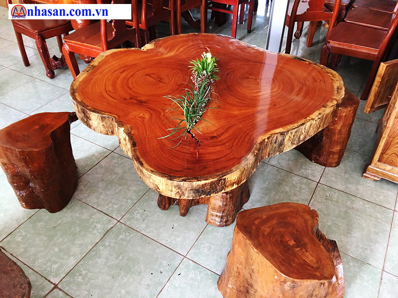 The Red Wood Furniture Beautiful Nature Table Used As Drinking Tea, Coffee.