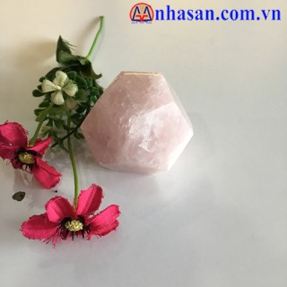 Effects Of 12 Faceted Quartz Stones